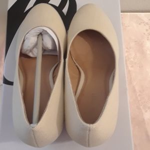 Nine West Shoes - New in Box Size 6 Beige Wedges Nine West